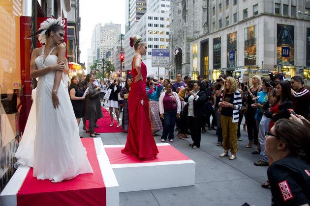 リセッションに花開いたファッション・ナイトアウト、NYでは中止へ