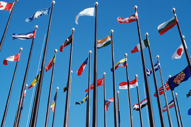 world-flags-blowing