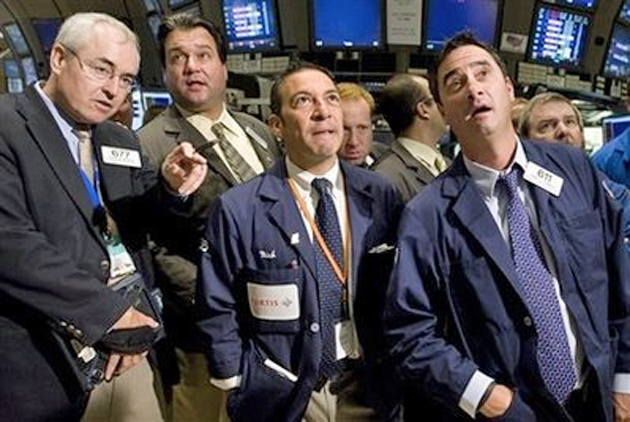 NYSE_traders_trading_floor_watch_630_flickr