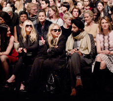 img-front-row-celebrity-holding-nyfw_161719603414