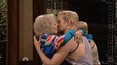 snl-40-betty-white-bradley-cooper-kiss-530x297